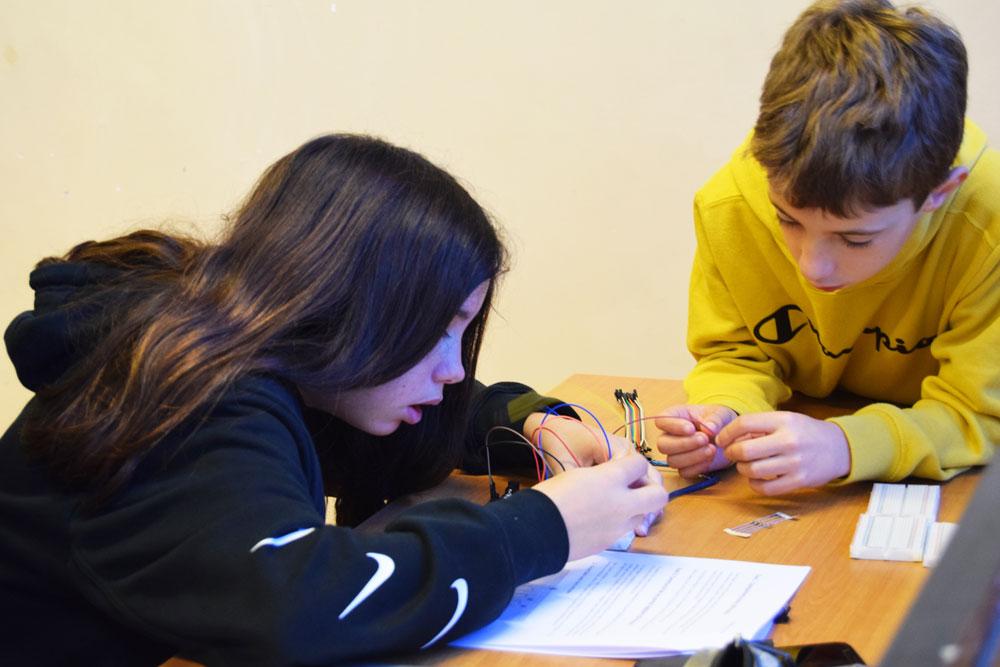 Las habilidades STEAM (Ciencia, Tecnología, Ingeniería, Arte y Matemáticas) fomenatan la capacidad de pensar por uno mismo